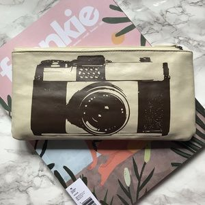 Handbags - NWOT Cream colored pouch